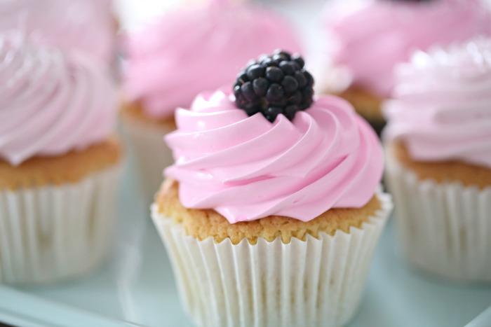 Manuela's Diner episode 6, Manuelas Vanilla Cupcake