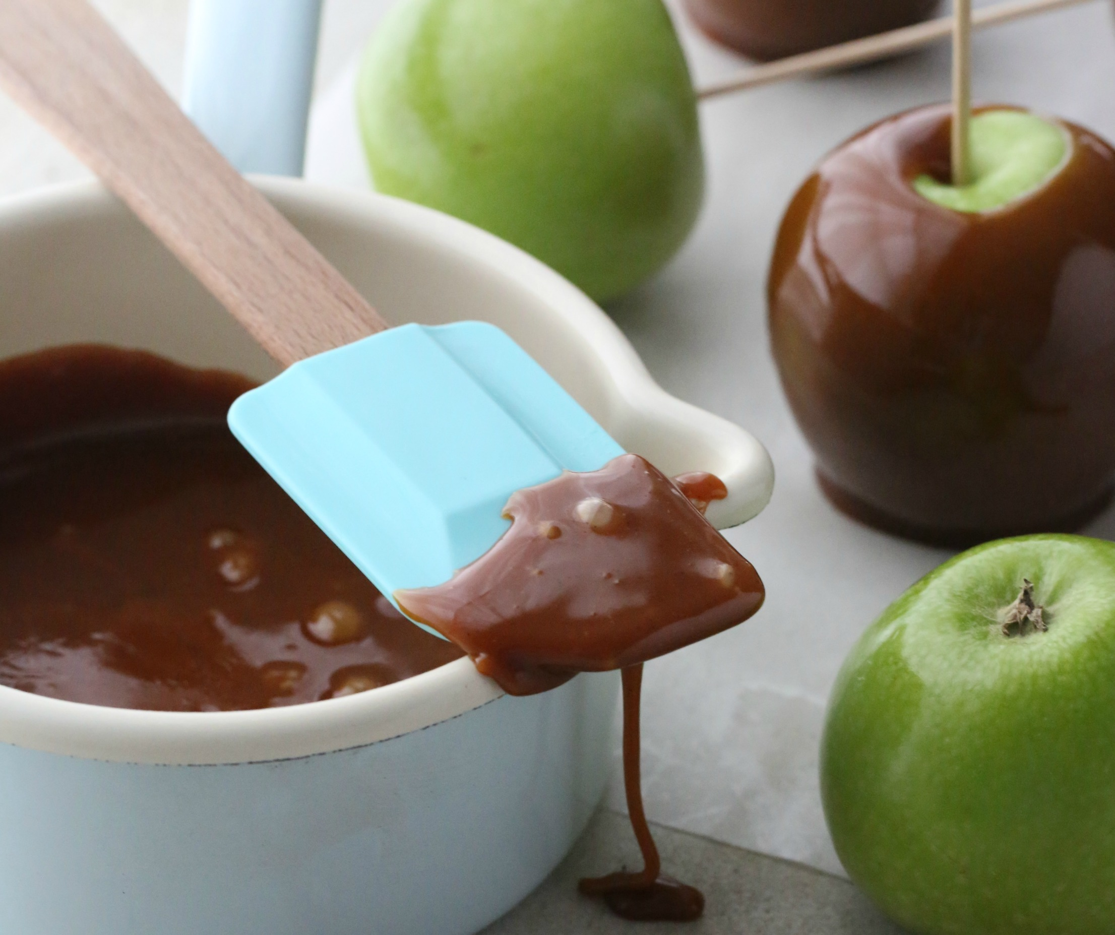 Manuela's Diner episode 11,  caramel apples