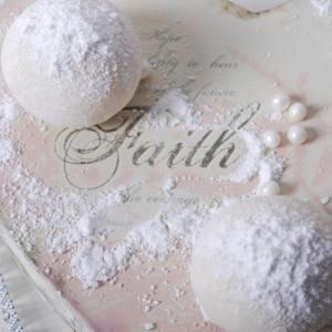 Snøboller av hvit sjokolade og mint