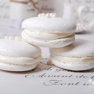 Dreamy White Macarons