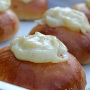 deluxe-vanilla-buns-vanilla-cream-coconut