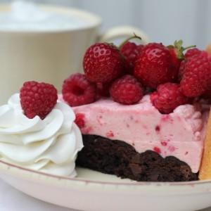 Brownies bunn med Jordbær & Bringebær mousse