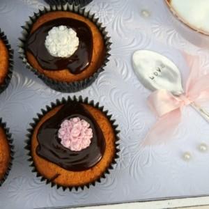 Triple Vanilla Cupcake & Chocolate Ganache