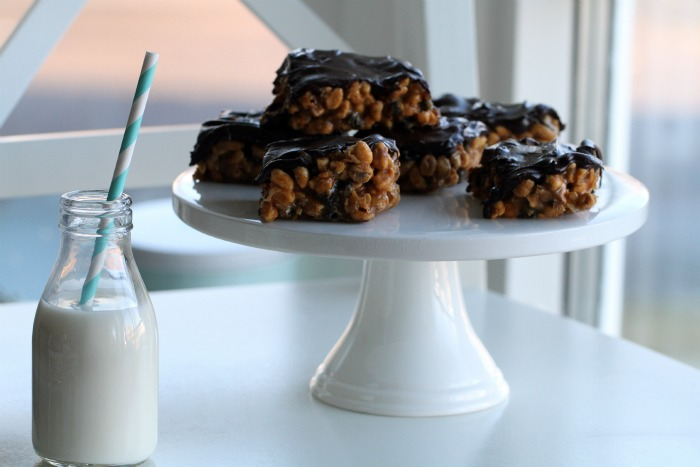 Caramel & peanut butter crunch candybar with Oreos