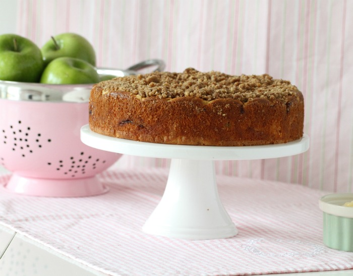 Apple Cinnamon Crumb Coffee Cake