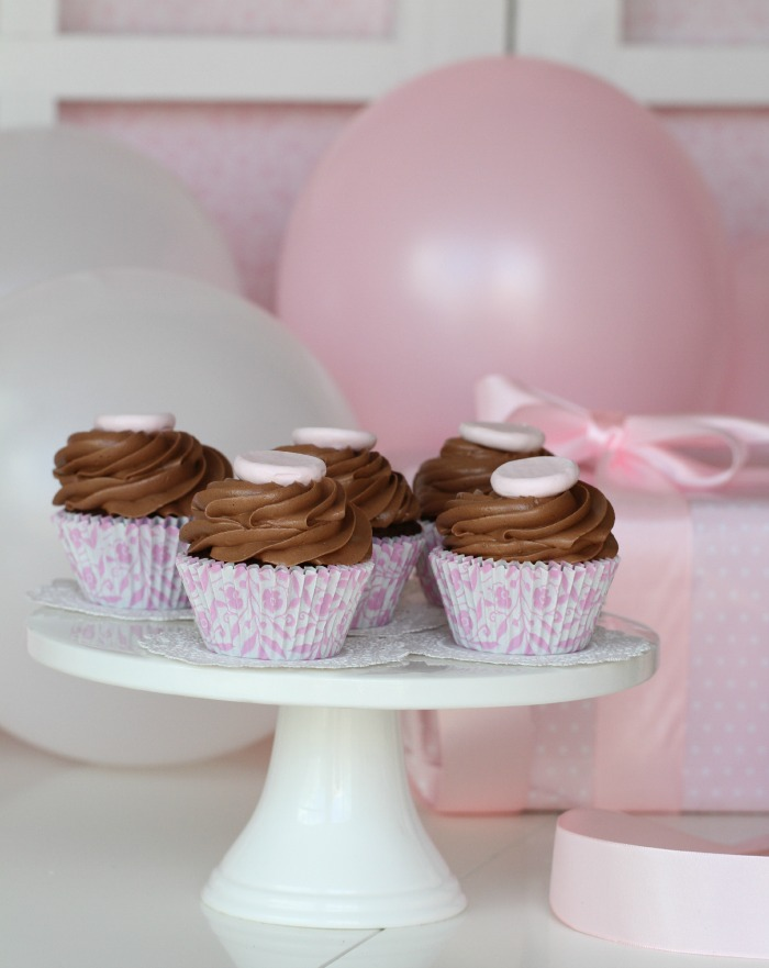 Delicious Chocolate Cupcakes & Nutella Frosting
