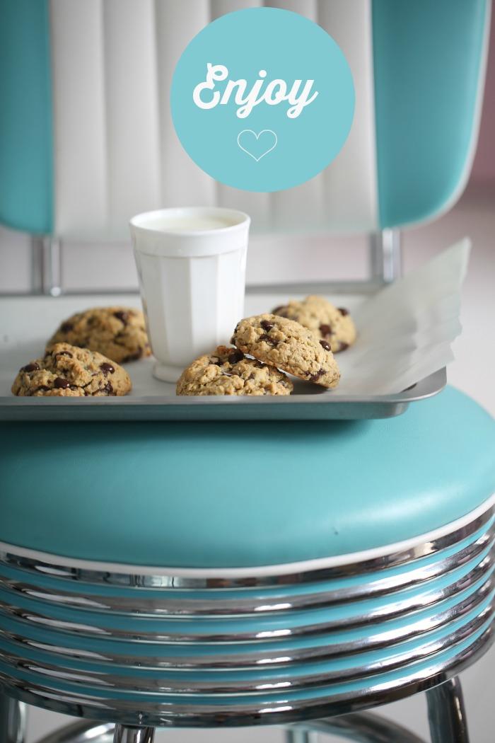 Dette er supergode cookies som er enkle å lage. Du kan lage cookies med hvit eller mørk sjokolade, melkesjokolade eller rosiner, bruk det du liker det best.