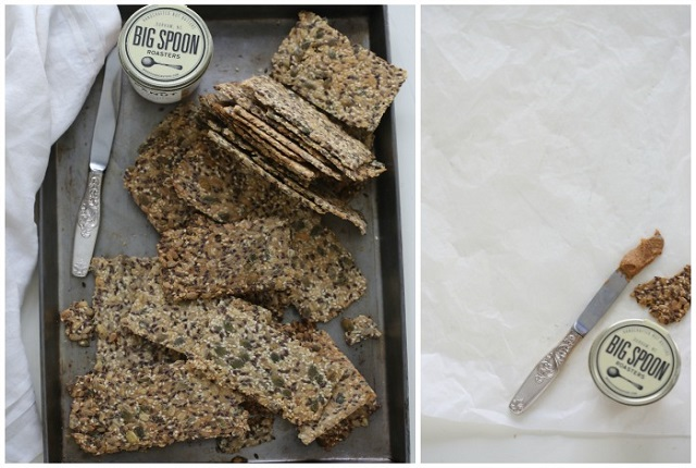 Crispbreads with seeds and oats