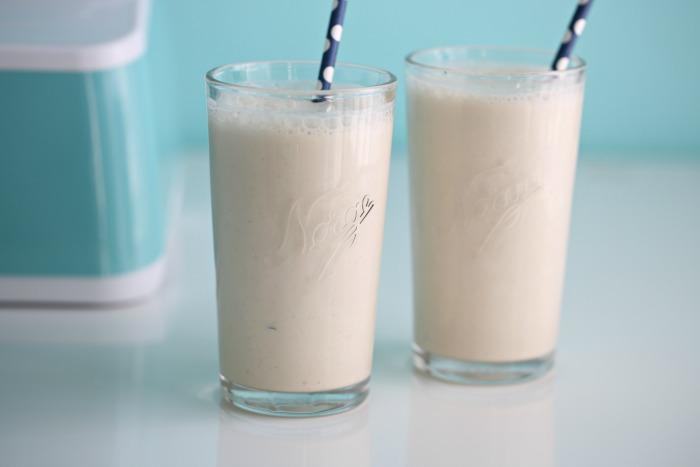 Almond milk & peanut butter smoothie
