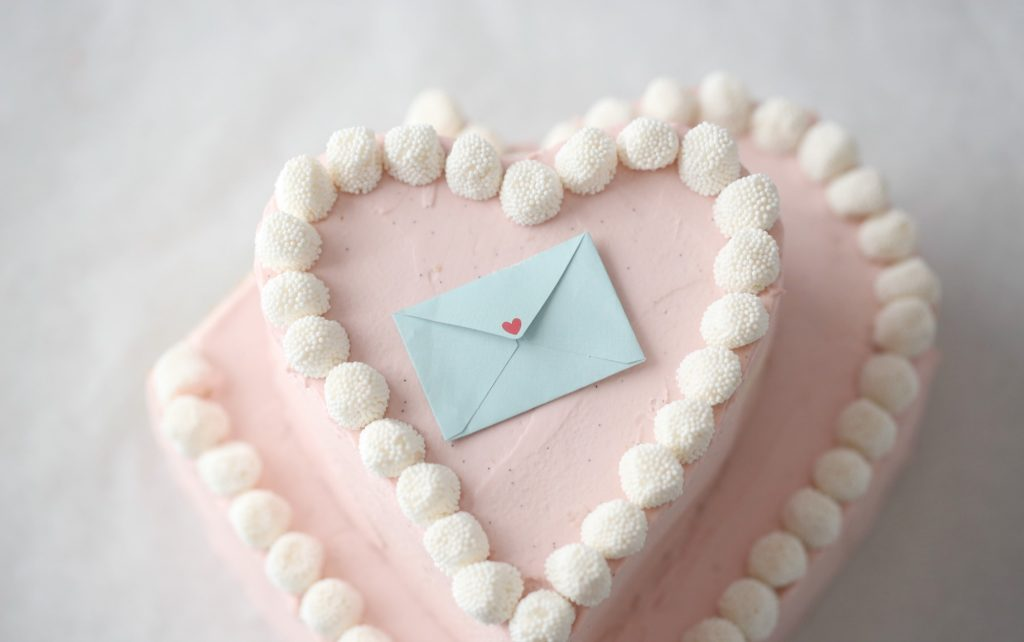 VALENTINE HEART CAKE WITH CHAMPAGNE BUBBLES