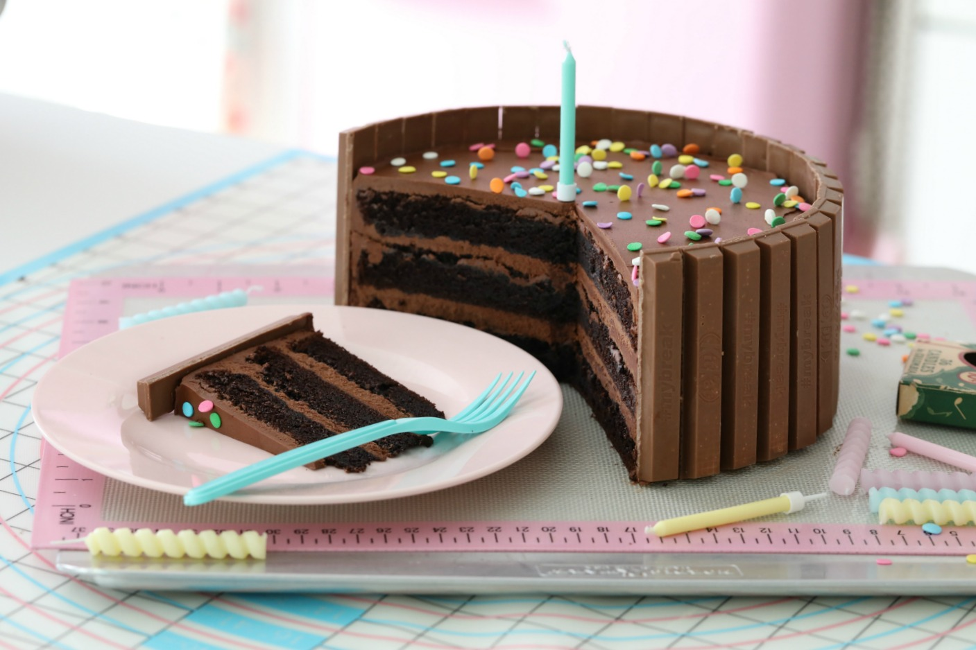 DARK CHOCOLATE CONFETTI KIT KAT CAKE Passion 4 baking GET