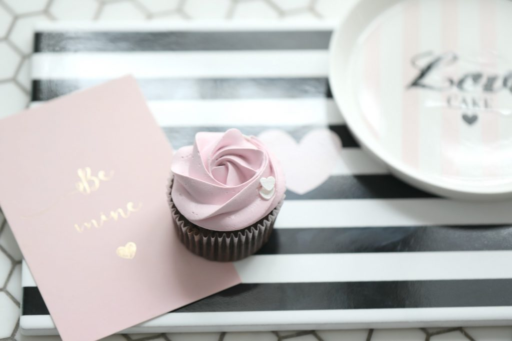 M s cupcakes wedding giveaways