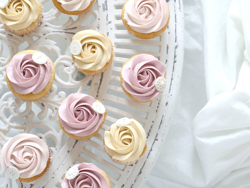 In Most Of My Cupcake Classes The Thing That People Love To Learn Is How Make A Beautiful Rose Swirl On Whenever You Pipe Cream Cupcakes